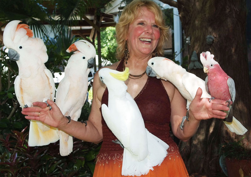 yvonne-with-cockatoos